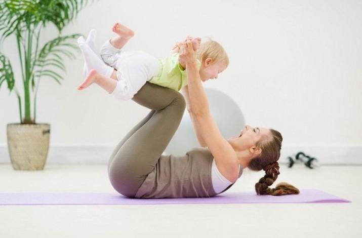 7 упражнений для мамы и малыша, которые можно делать дома