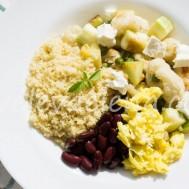 Кус-кус с овощами, сыром, яйцом и бобовыми