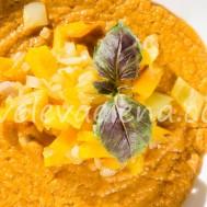 Тыквенный суп с чечевицей и запеченными овощами