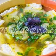 Простой суп с куриной грудкой и овощами