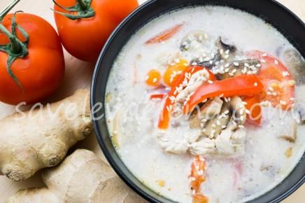 Кокосовый суп с курицей и грибами
