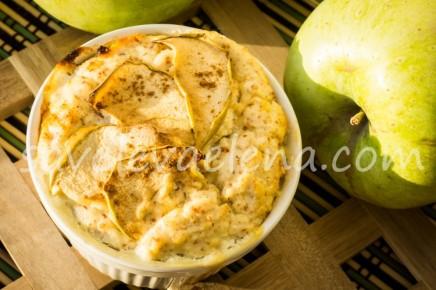 Творожная запеканка с яблоками и миндалем