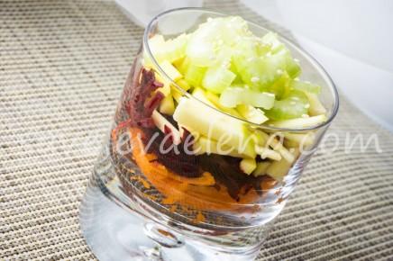 Салат из моркови, яблока и свеклы.
