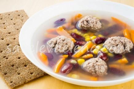 Суп с фрикадельками и фасолью.