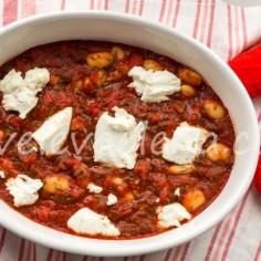 Запеченная фасоль с томатами и рикоттой