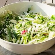 Капустный салат с рукколой и сельдереем