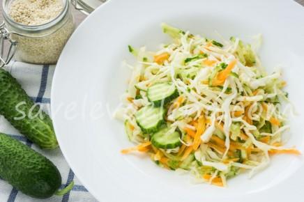 Салат из капусты с морковью и огурцом