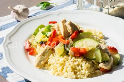 Булгур с курицей, овощами и базиликом
