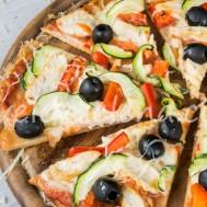 Цельнозерновая пицца с курицей и оливками