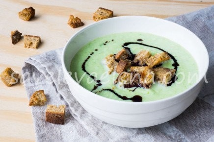 Суп-пюре из цветной капусты и зеленого горошка