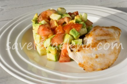 Салат из кабачков, авокадо и помидоров