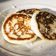 Сырники с йогуртом и кокосовой мукой