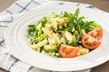 Салат со свежим кабачком и спельтой