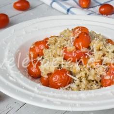 Ризотто из бурого риса с помидорами черри