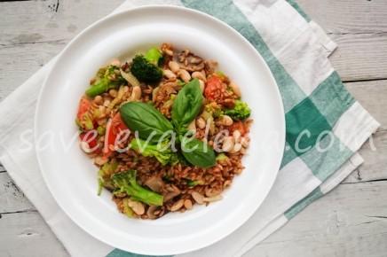 Полба с овощами, грибами и фасолью