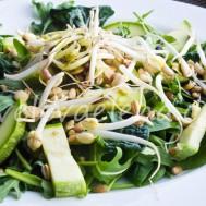 Салат с проростками и тыквенным маслом.