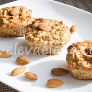 Творожные кексы с яблоком и миндалем