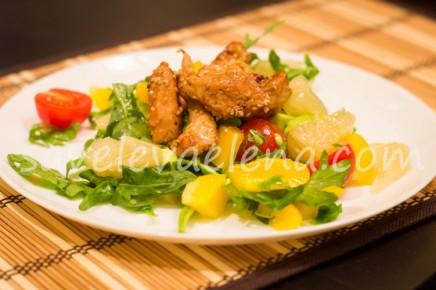 Салат с помело и куриной грудкой.