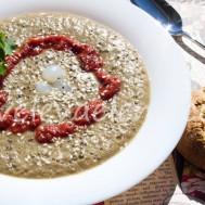 Чечевичный суп-пюре с протертыми томатами.