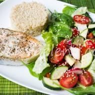 Запеченный лосось с базиликом , бурый рис и салат с редисом и цуккини